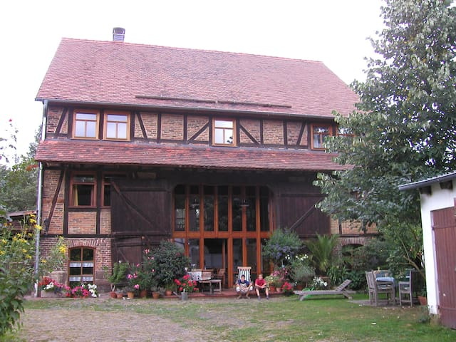 Live in a historical farm with short tram access - Cassel - Bed & Breakfast
