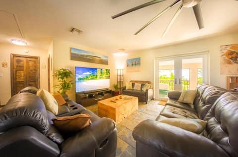 Corktree Beach House - Modern, Beachfront 2bd/3ba