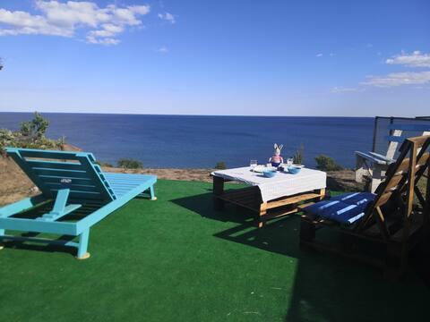 Deniz manzaralı bir ev (veya istek üzerine iki tane) kiralayın