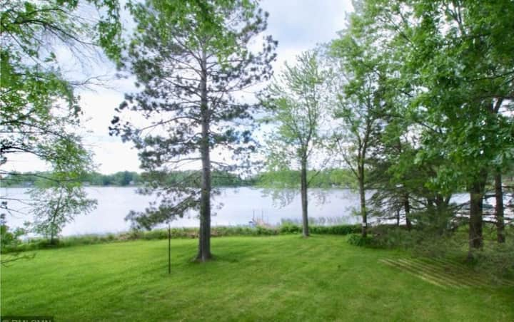 Fantastic Lake Cabin stunning lake view & access!