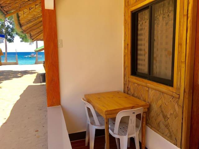 LAIYA BATANGAS WHITE BEACH: Room TULIP for 4-5 pax