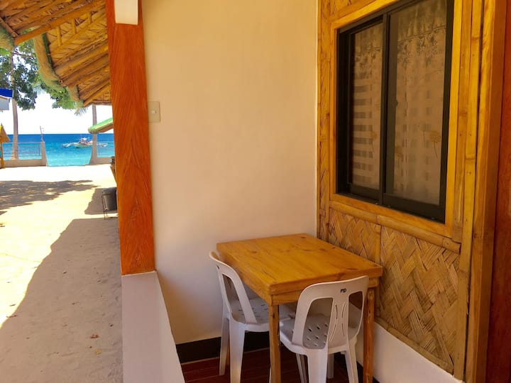 Rm.TULIP: LAIYA WHITE BEACH FRONT: for 3-4 Persons