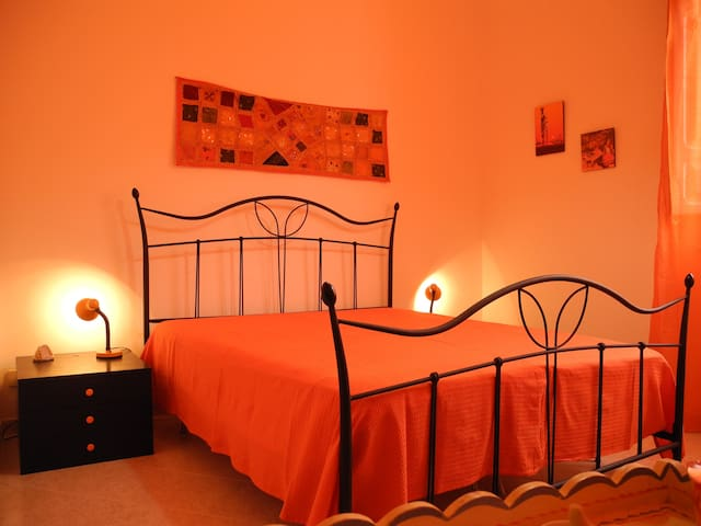 b&b MELONEGIALLO camera arancione - Paceco - Bed & Breakfast