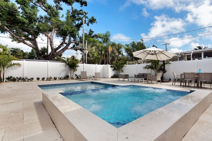 LUXURY 3 BR- Heated Pool and Spa!  Beaches/Port!