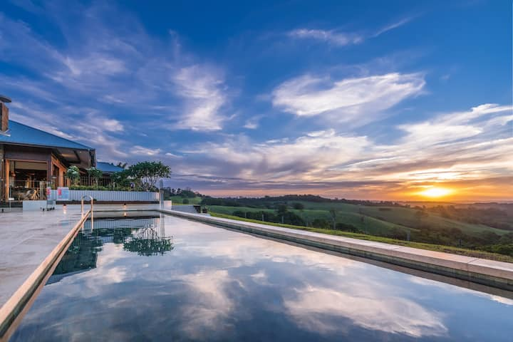 LUXICO's Luana Estates - Hawaiian opulence & sunset views