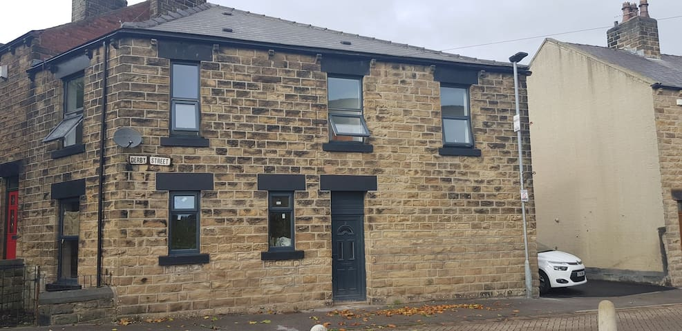 Large Entire 6 Bedroom Property in Barnsley Centre