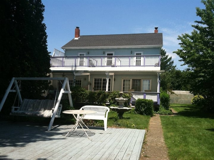 5 bedroom lakefront home! St. Clair