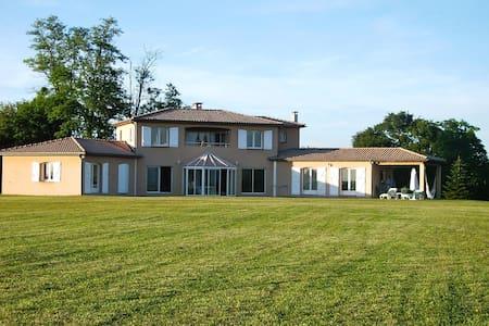 Pyrenees 180°/50ha, Villa+lake/forest/tennis privé - Pyrénées, France