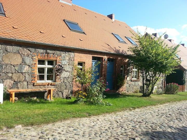 Gemütliches Feldsteinhaus im Künstlerdorf Ihlow