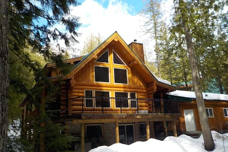 Kootenay INNtrigue B&B, Boat Tours and Rentals - Central Kootenay A - Inap sarapan