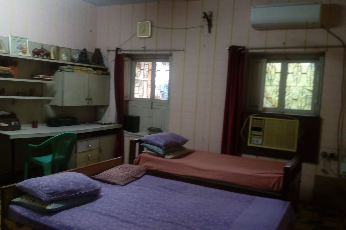 Spacious large room with bathroom...
