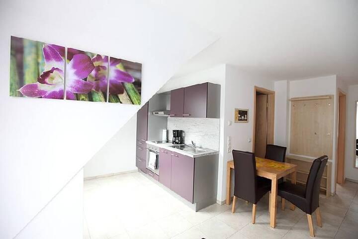Marinas Ferienwohnungen, (Bad Urach), Ferienwohnung 6, 48 qm, 2 Schlafzimmer, max. 3 Personen