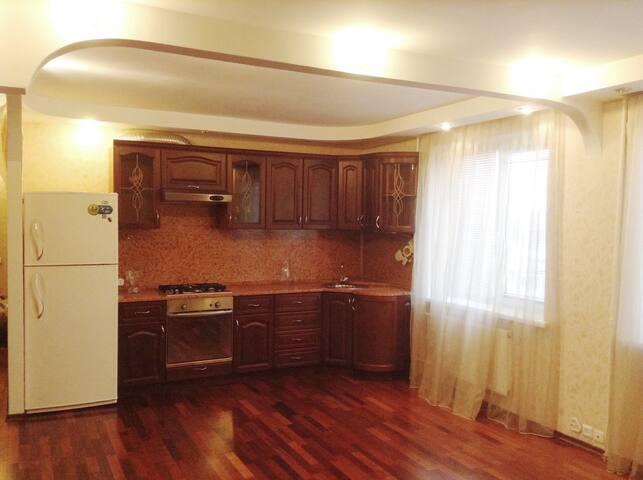Просторная квартира на любой срок - Syzran' - Apartment