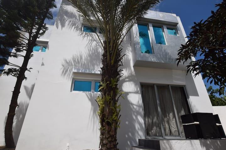 9 bedr. Villa Sosua, walking dist., guest-friendly
