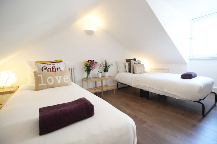 XNew Lovely Attic Twin/King Victora Westminster