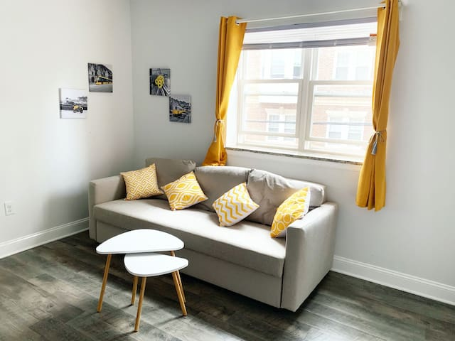 Homey Yellow Modern Apartment - Temple Medical