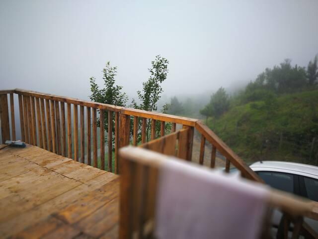 Bol oksijenli Dağ havası, şelale, bungalov ağaç ev