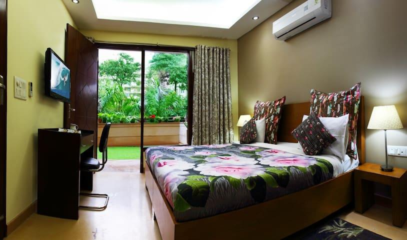 Premium 3 BHK Service Apartment  ♥ of Golf Crs Rd