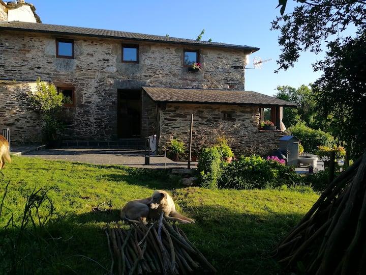 Casa rústica  en pequeña aldea, Ortigueira