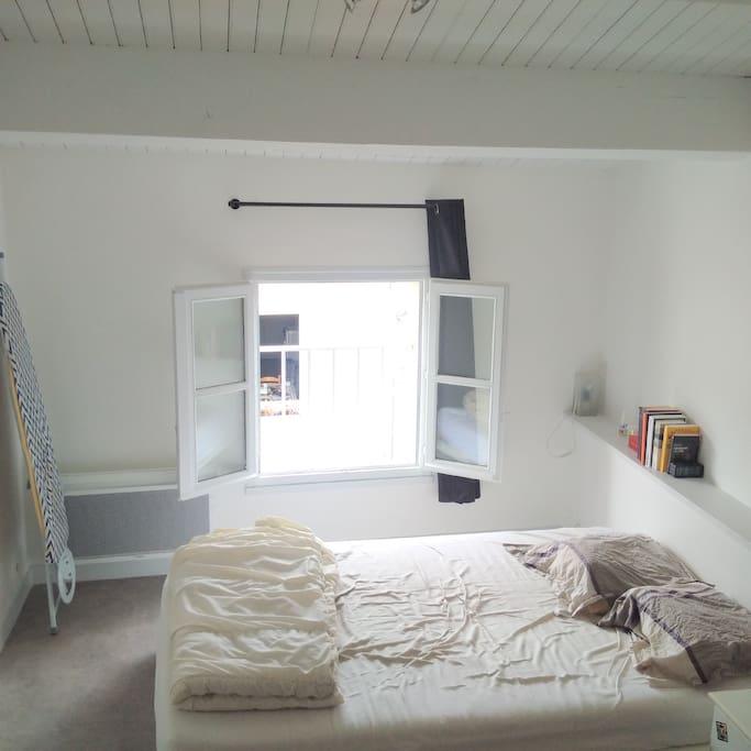 Chambre à coucher, lit double