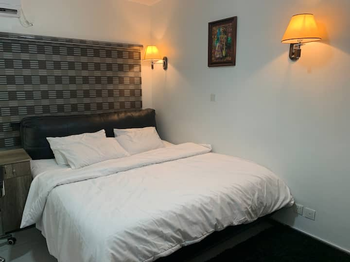 Cosy, Furnished, Luxury Serviced Studio Apartment