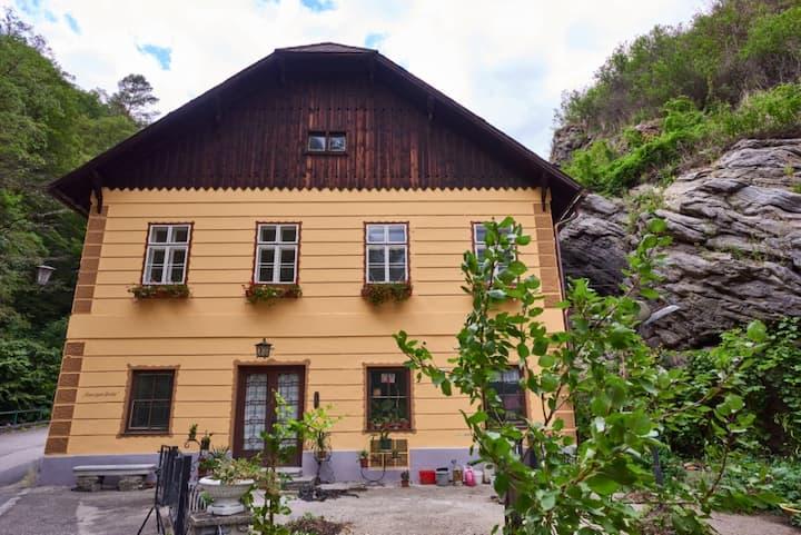 """Gästezimmer """"Haus zum Prater"""" - Felsenzimmer"""
