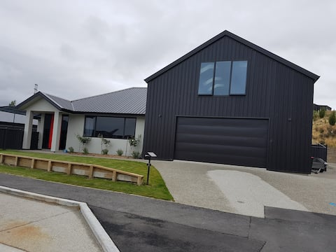 Studio unit above garage in Shotover Country