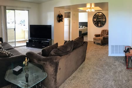 Spacious Condo in SLC - Millcreek - アパート