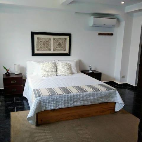 Cinco Hotel B&B - White Room B&B