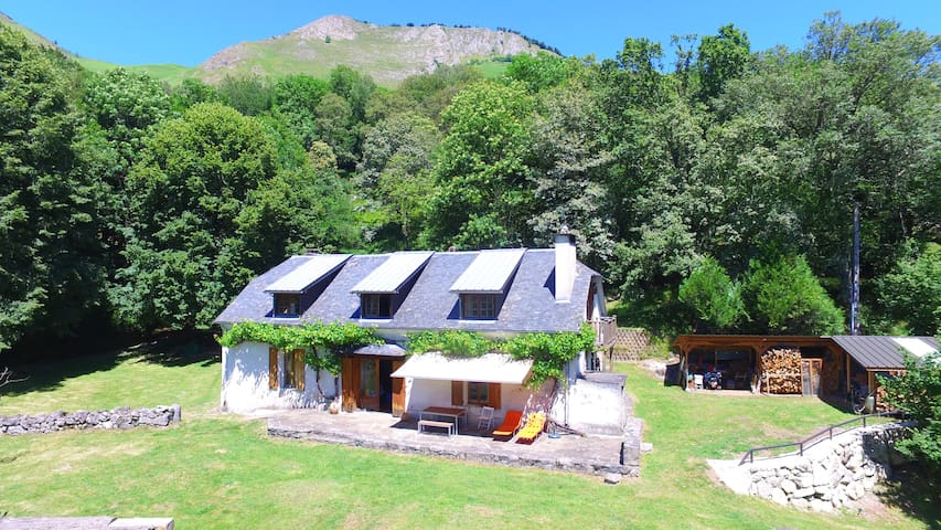 Magnificent ancient barn converted into housing - Arcizans-Dessus
