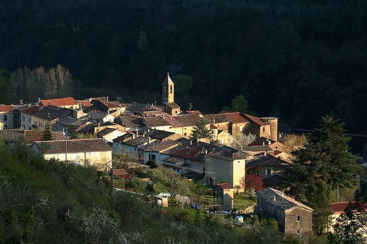 Appartement agréable, petit village Cévenol