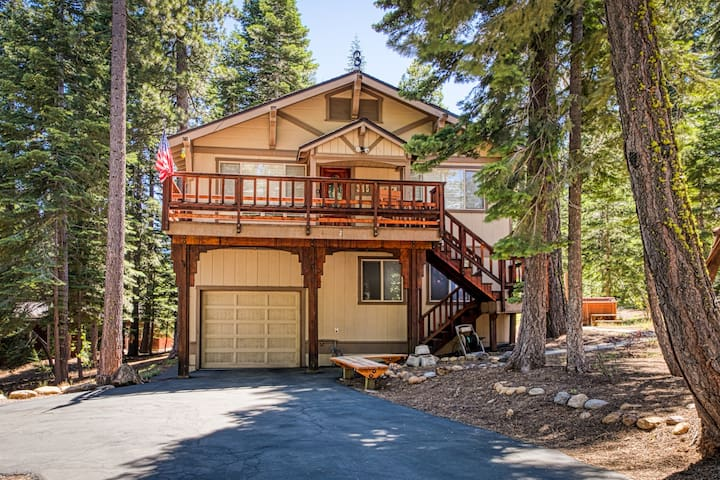 Inviting two-story cabin with spacious deck, and gas grill-close to Lake