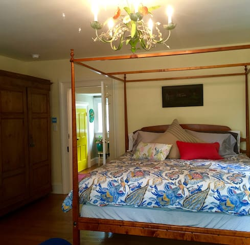 Blue Barn BnB River Room - Millbrook - Bed & Breakfast