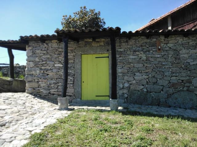 Alojamento Rural, reconfortante! - Leomil - House