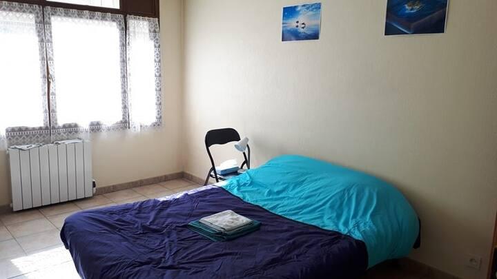 Studio avec lit double, idéalement situé au centre