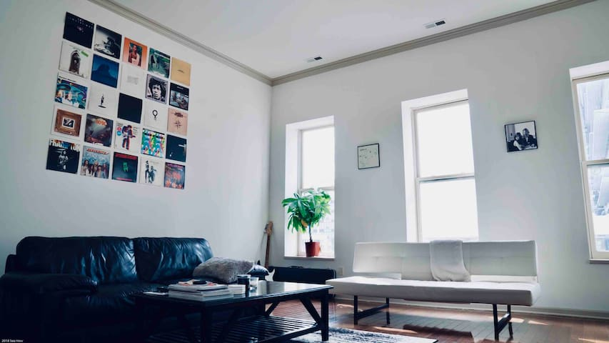 Huge Downtown Apartment w/ Free Parking