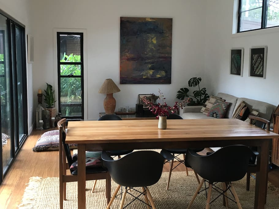 Combined living / dining with 6 seater dining table