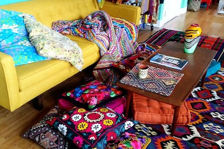 Colorful Textile Loft in Arts Dist. - Los Angeles - Loft
