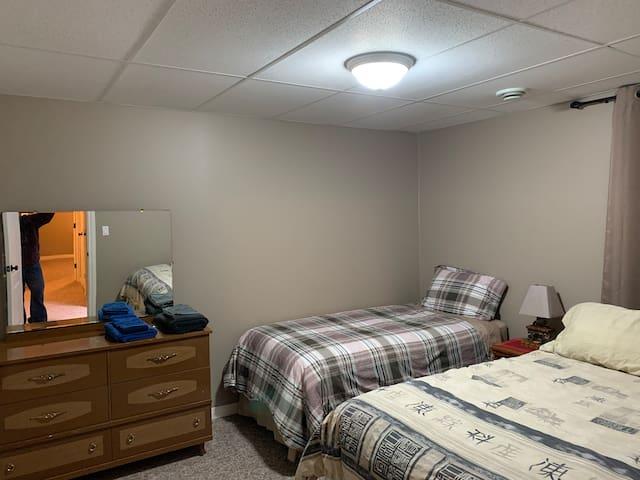 Room #1 - 1 queen, 1 single bed