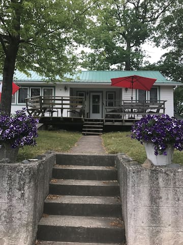Grand Bend Cottage... a few steps to everything