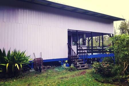 Beautiful rainforest home near national park !