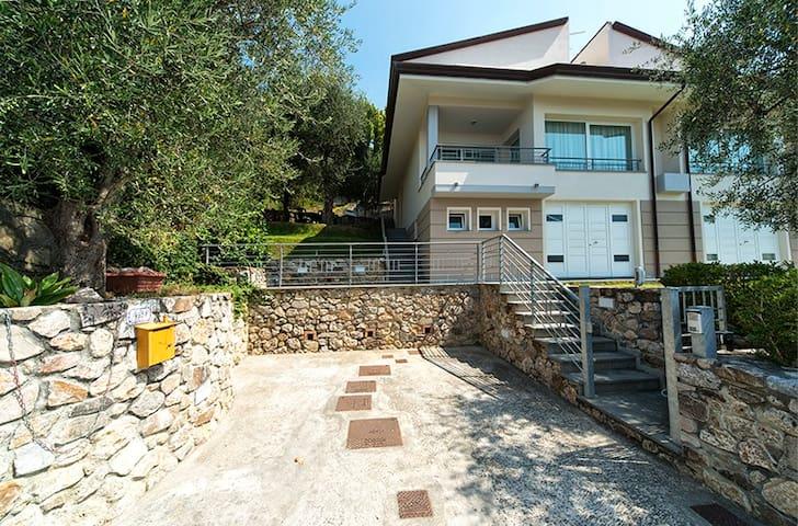 Villa nel verde a 15 minuti dal mare - Bargecchia