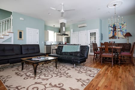 Location Comfort and Class in Historic Downtown!