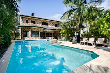 *NEW* PADDY'S BEACH HOUSE with pool - Hideaway Bay