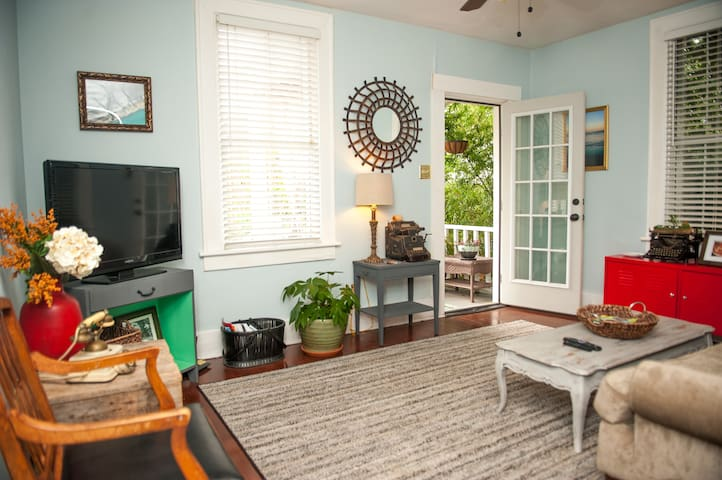 ***Bamboo Bungalow***   Private Gardens & Patio