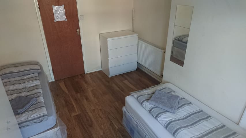 Room with 2 single bed#3