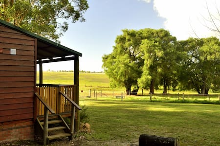 Pet Friendly Family Farm Stay Cottage (pets allowed)