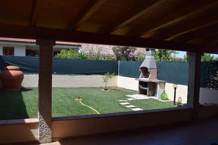 Casa 180 mq con giardino Sennori vicino Mare - Sennori - Apartment