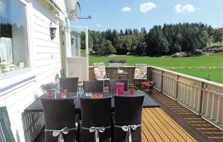 Holiday cottage with 3 bedrooms on 87m² in Skjold