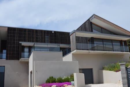 Superbe villa + piscine chauffée, pays cathare - Duilhac-sous-Peyrepertuse - วิลล่า
